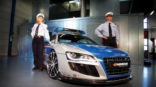 Быстрейший Audi R8 переоделся в полицейские цвета
