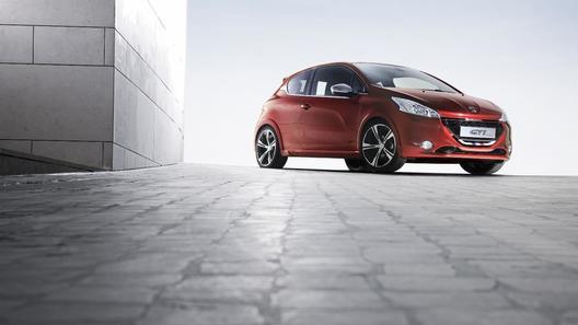 Peugeot 208 GTi появится весной следующего года
