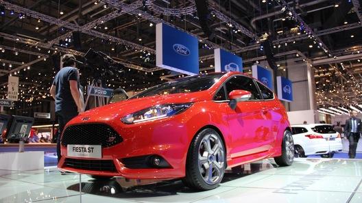 Ford показал серийную Fiesta ST и оригинальный компактвэн B-Max
