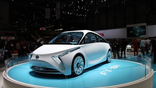 Суперлегкий городской гибрид показали на стенде Toyota