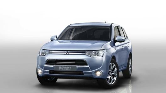 Продажи гибридного Mitsubishi Outlander стартуют в начале 2013 года