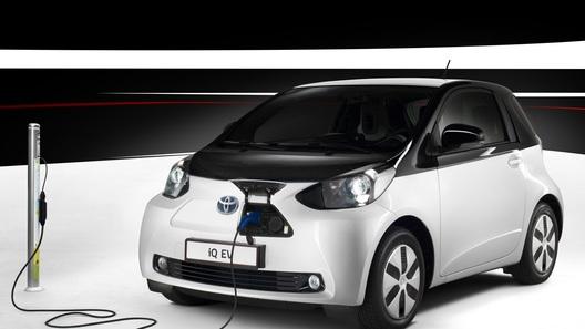 В Toyota решили выпустить только 100 электрических iQ