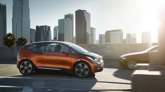 Компактный автомобиль BMW i3 оказался дороже престижного седана