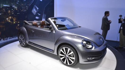 Volkswagen привез в Лос-Анджелес открытый Beetle и гибридную Jetta