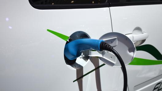 На российских автомагистралях построят сеть зарядных электростанций