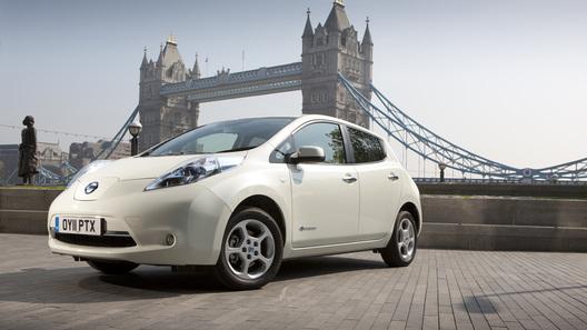 Электрический Nissan Leaf сможет уехать дальше, а стоить будет дешевле