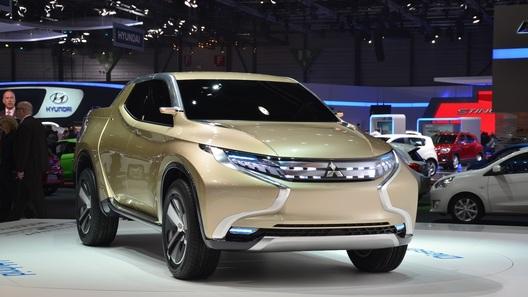 Mitsubishi в Женеве раздает электромоторы и пикапу, и компакту