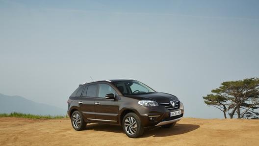 Обновленный Renault Koleos научился слышать хозяина
