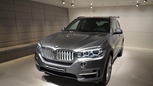 Баварцы специально для России сделали бронированный BMW X5