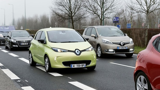 Renault тестирует электрокар с автопилотом