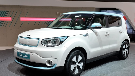 Kia в Женеве отметила появление на свет своего нового электромобиля