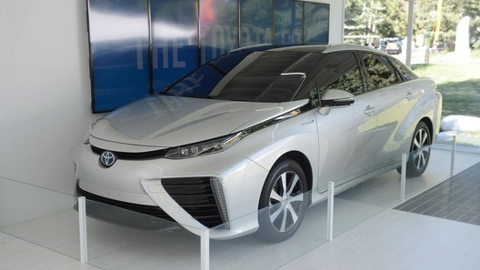 Первый водородный автомобиль Toyota получил имя Mirai