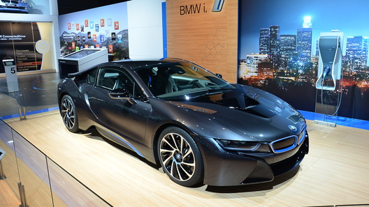 Гибридное спорткупе BMW i8 оценили почти в 9 млн рублей