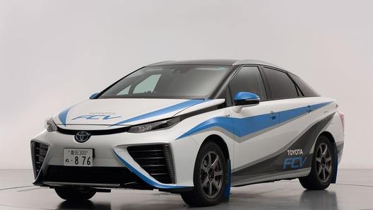 Toyota превратит водородный седан в болид для ралли