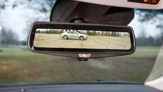 Новый седан Cadillac получит видеокамеру вместо зеркала