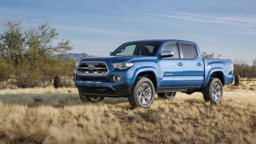 Toyota слегка рассекретила обновленный пикап Tacoma