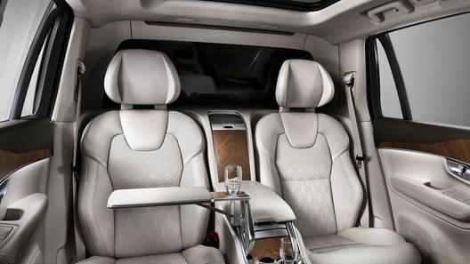 Volvo умножила передние кресла на два