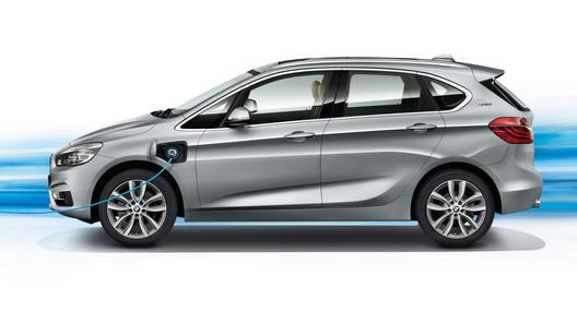 У компактного семейного BMW появилась гибридная версия