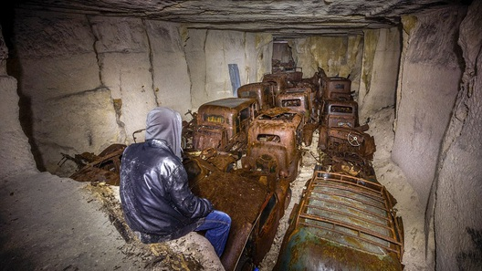 Физрук нашел в каменоломнях Франции десятки спрятанных от немцев автомобилей