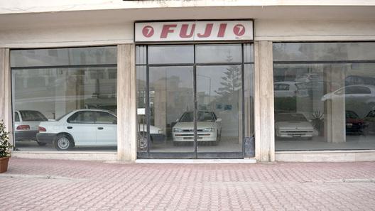 На Мальте нашли салон с новыми автомобилями,