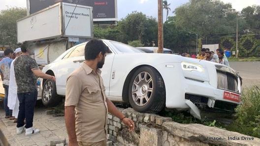 Rolls-Royce за 1 млн долларов уничтожили сразу после покупки (фото)