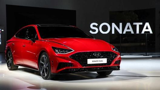 Новая Hyundai Sonata получила турбомотор и гибрид