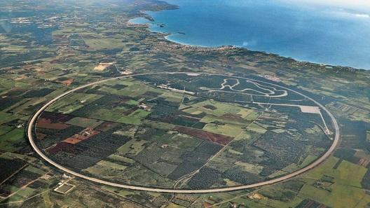 Porsche открыла обновленный испытательный центр в Нардо