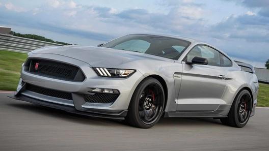 Новый Ford Mustang GT350R доработали деталями от старшей модели