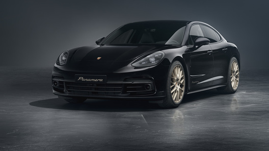 Porsche отметит юбилей Panamera особой версией с отблеском золота