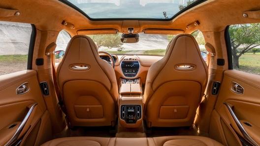 Первый кроссовер Aston Martin: фото интерьера и цена новинки