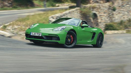 Купе и родстер Porsche 718 получили недетский мотор: есть российские цены