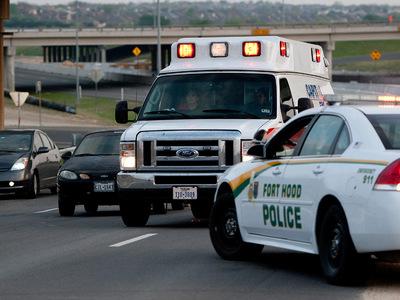 Техасские полицейские нашли в прицепе грузовика 8 мертвых и 28 живых мигрантов