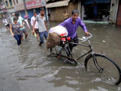 Наводнение унесло жизни 27 жителей Индии