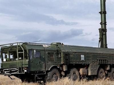 """Министр обороны Армении рассказал, кто управляет """"Искандерами"""""""