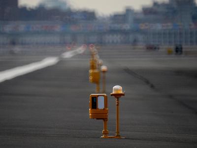 ЧП на ВПП: самолет в Тенерифе заблокировал работу аэропорта