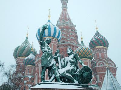 Снегопад в Москве не прекращается