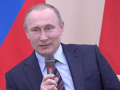 """Путин признался, что пишет """"как курица лапой"""""""