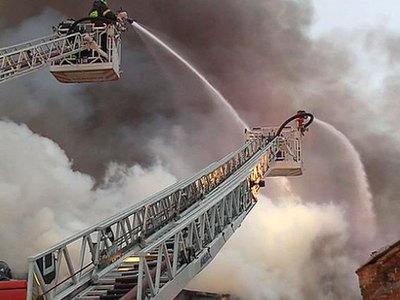 Пожар второго ранга на московском складе потушен