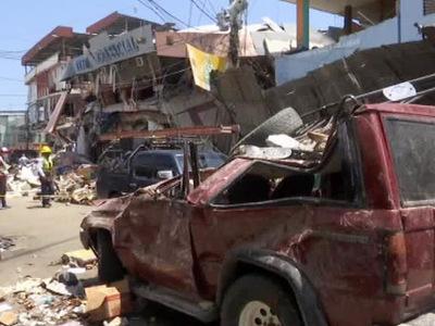 Число жертв землетрясения в Эквадоре продолжает расти