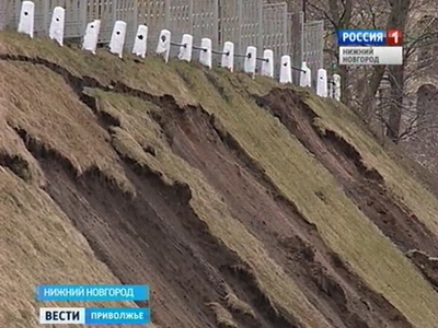 Грунтовые оползни заваливают Нижний Новгород