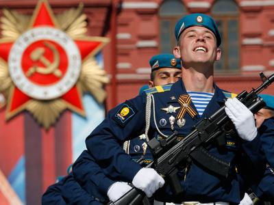 Большинство россиян уверены, что армия защитит их от любых угроз
