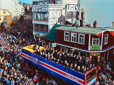 Исландских футболистов встретили на родине, как героев