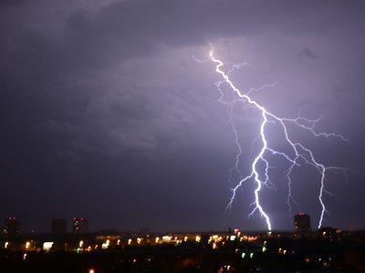 Новая буря в Москве: молния попала в Останкинскую башню
