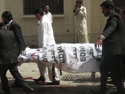Число жертв взрыва в Пакистане превысило 90 человек