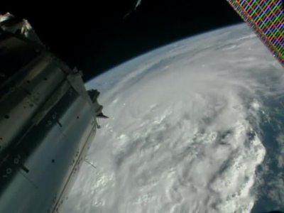 """NASA показало, как выглядит ураган """"Мэттью"""" из космоса"""
