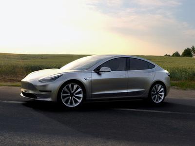 Tesla превратит крыши своих машин в солнечные батареи