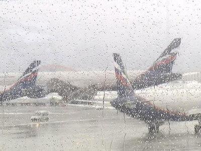 Ледяной дождь в Москве: задержаны десятки авиарейсов, на дорогах - опасная ситуация