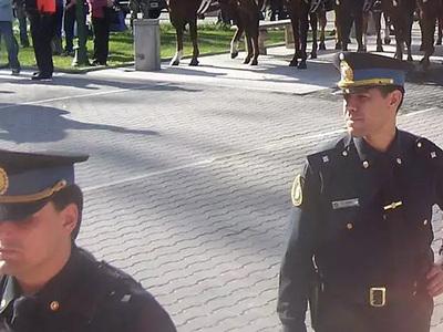 В Аргентине полицейский ранил футболиста, разнимавшего фанатов