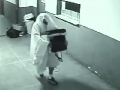 В Бразилии воры-призраки обнесли бизнес-центр. Видео