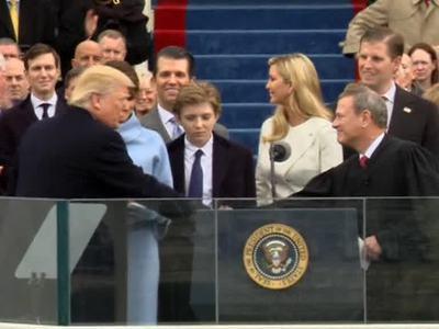 Трамп-президент - факт, скрепленный церемонией и законом